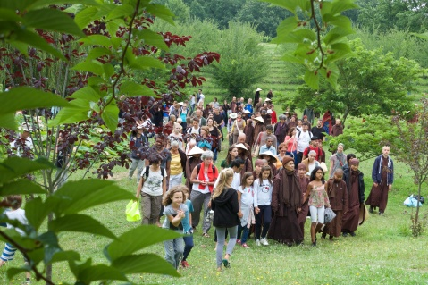 Thay walks with 1,000 at Lower Hamlet